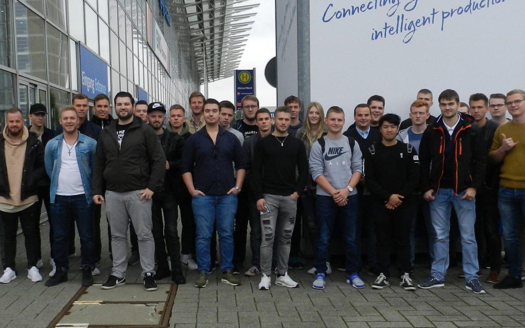 AKS Schüler besuchen Werkzeugmaschinenausstellung EMO in Hannover