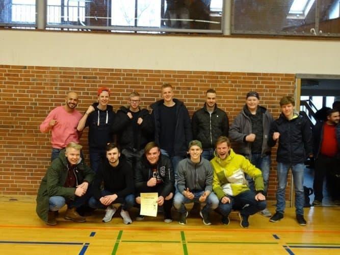 Klasse MWZ2A dominiert Tag 1 der Fußballturniere