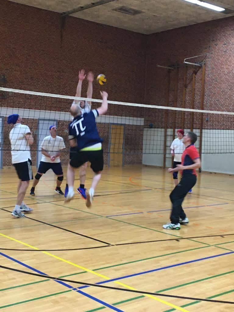BBS Brinkstraße Osnabrück gewinnt Lehrer-Volleyball-Turnier