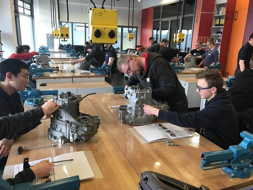 Getriebe-Workshop in den Werkstätten der Autostadt