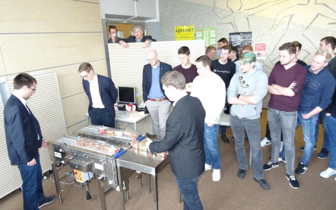 Schüler der Fachschule Mechatronik präsentieren Projektarbeitsergebnisse