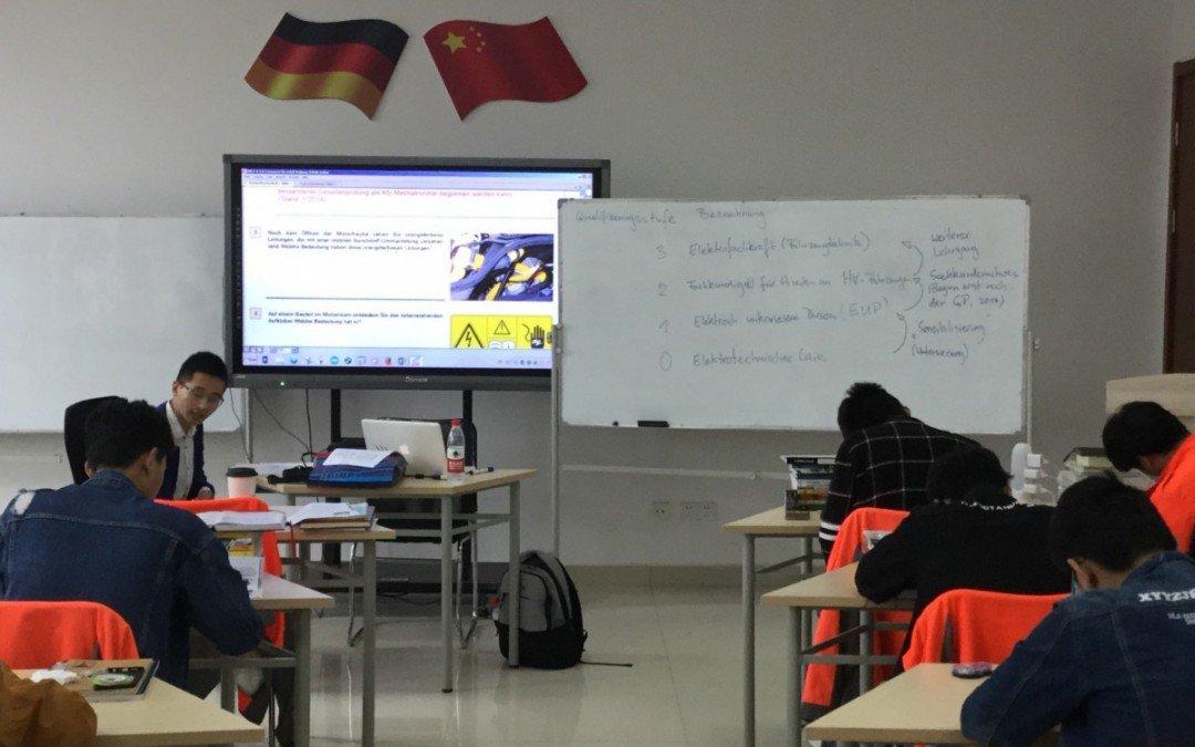 AKS-Kollege Karsten Kirchner unterrichtet Fahrzeugtechnik im chinesischen Yizheng