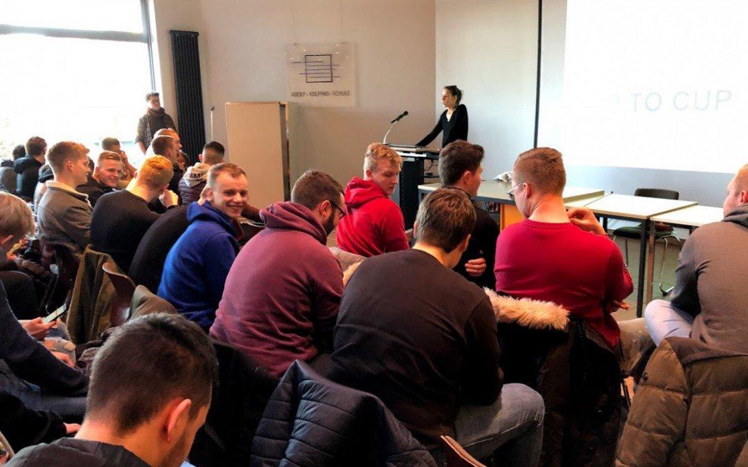 """Studenten der """"Lebensmittelverpackungstechnologie"""" aus Hannover zu Gast an der AKS"""