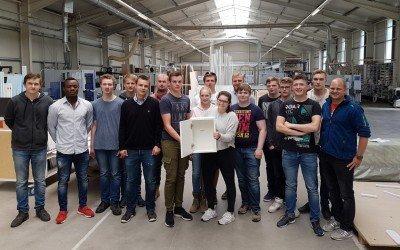Schuljahresabschluss: HTI2A radelt zur Tischlerei Freke und Freiwilligen Feuerwehr Vechta