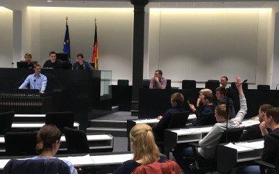 Politik hautnah: Lohner und Bersenbrücker Schüler duellieren sich im Niedersächsischen Landtag in Hannover