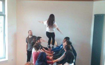 Teambuilding an der AKS: BVJ- und BEK-Lernende absolvieren Schutzengelprojekt