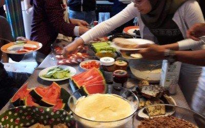 Klasse BEK18WA lässt Schuljahr bei einem gemeinsamen Frühstück ausklingen