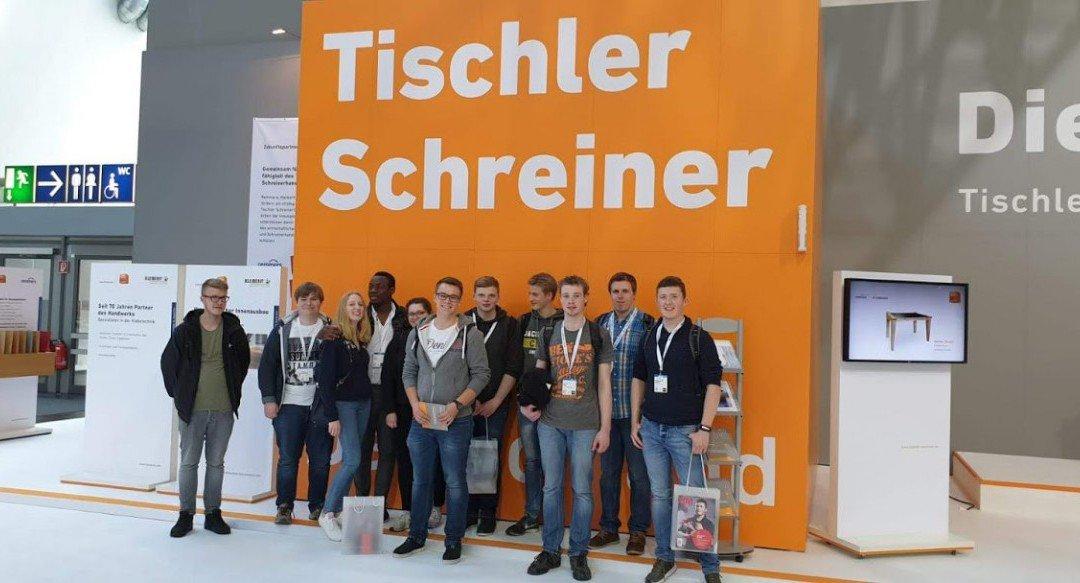 AKS-Tischlerklassen besuchen Fachmesse LIGNA in Hannover
