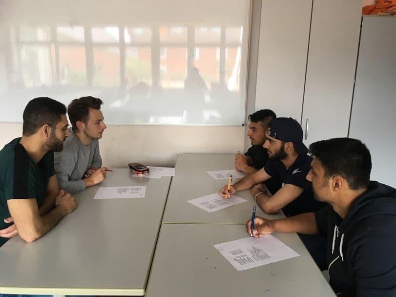 Kooperation: Studierende der Uni Vechta unterstützen BEK-Schüler bei Vorbereitung auf Abschlussprüfungen