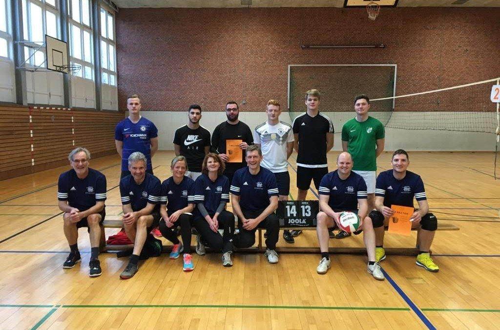 Auftakt der 27. SgH-Turnierwoche: Lehrerteam baggert sich ungeschlagen zum Turniersieg, BZI3A dominiert Fußballturnier