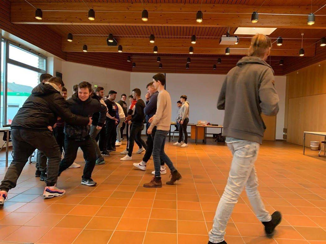 """BVJ-Lernende absolvieren Schutzengelprojekt """"Aufpassen!"""""""
