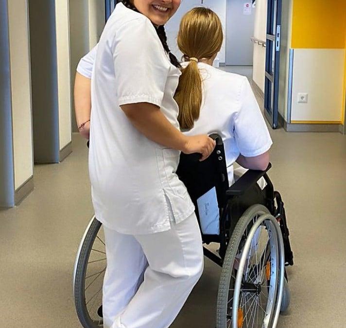 Ehemalige BEK-Schülerin engagiert sich im Gesundheitsbereich