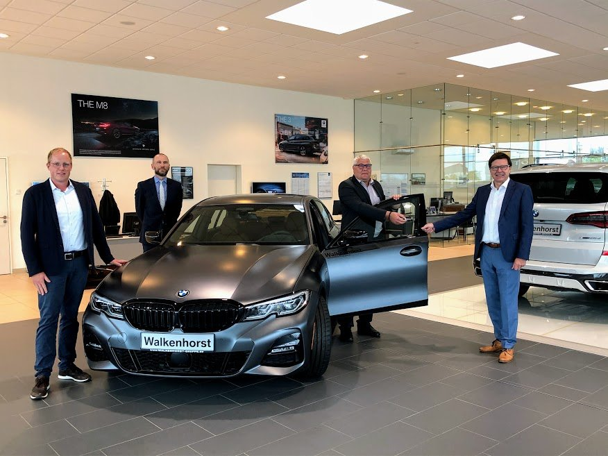 """Neues """"Spielzeug"""" für die Kfz-Abteilung: BMW übergibt hochwertiges Schulungsfahrzeug an die AKS"""